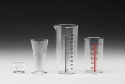 H&K Müller GmbH & Co. KG Engelskirchen kubki pomiarowe,  techniczne części formowane wtryskowo,  części z tworzyw sztucznych dla techniki medycznej,  pojemniki na tabletki